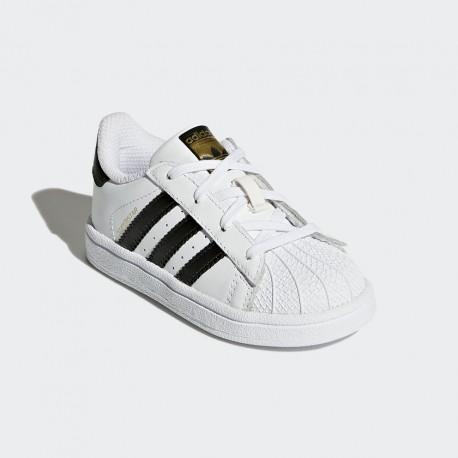 Con le scarpe ADIDAS BB9076 SUPERSTAR punta a conchiglia in gomma, puoi arricchire il tuo guardaroba di una sneaker di alta moda, adatta ad ogni tuo outfit, ...