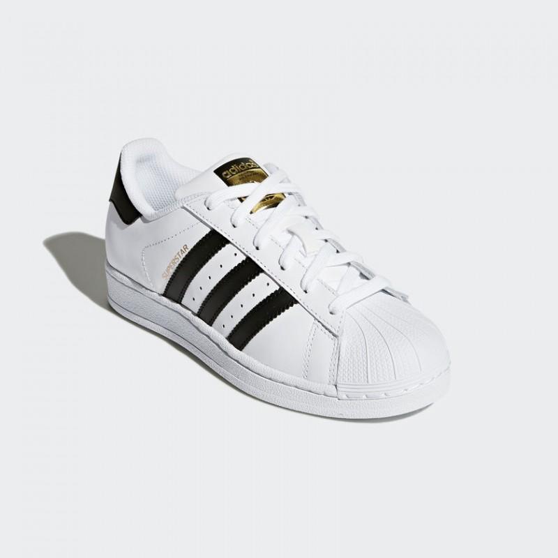 Adidas Superstar scarpa da bambino con la tomaia in pelle liscia f87e9f78f25